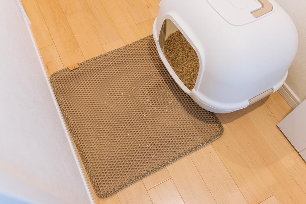 猫砂が散らばらずにマットがしっかりキャッチしてくれます